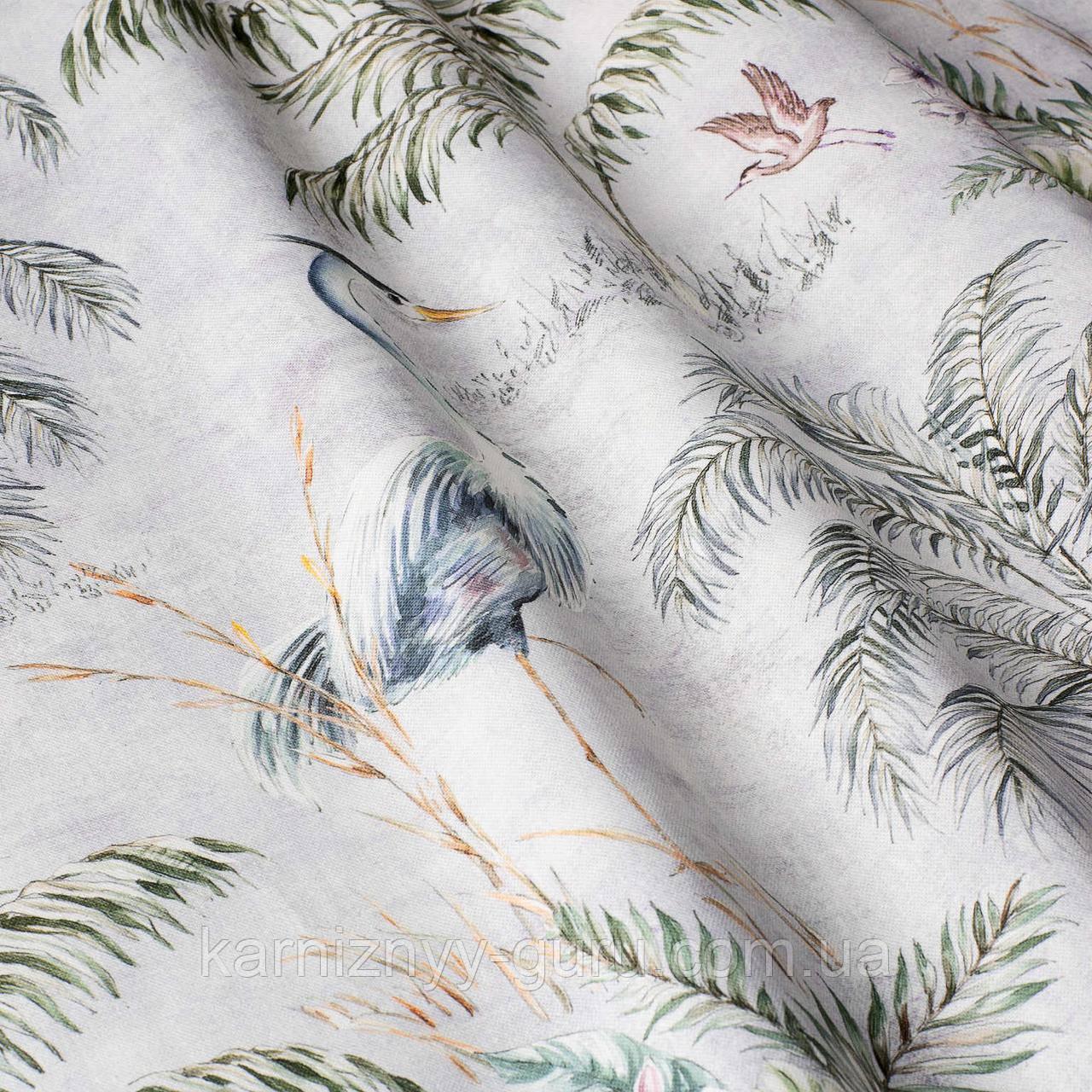 Декоративные ткани с крупными зелеными растениями и голубыми птицами на белом 84290v1
