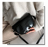 Модная маленькая женская сумка. Сумка седло женская стильная под крокодила. Сумочка полукруглая (черная), фото 4