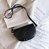 Модная маленькая женская сумка. Сумка седло женская стильная под крокодила. Сумочка полукруглая (черная), фото 3