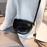 Модная маленькая женская сумка. Сумка седло женская стильная под крокодила. Сумочка полукруглая (черная), фото 2