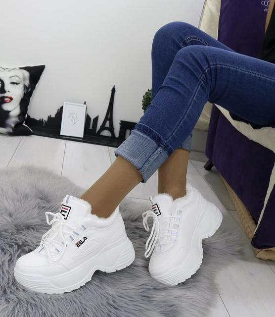 Жіноча спортивна взуття