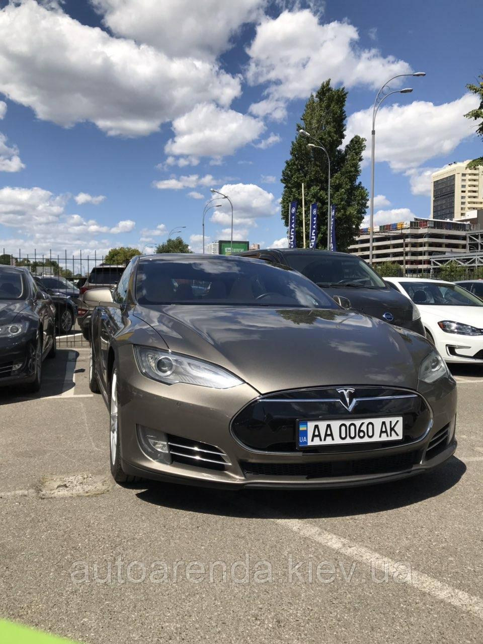 Аренда Tesla S85D