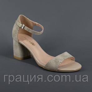 Женские элегантные замшевые босоножки на каблуке с закрытой пяткой