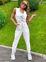 Белой женский комбинезон на пуговицах