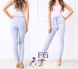 Легкі жіночі вузькі брюки зі стрілками і високою посадкою великі розміри блакитні, фото 2