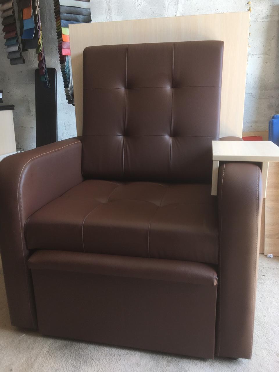 Педикюрное кресло из кожзама