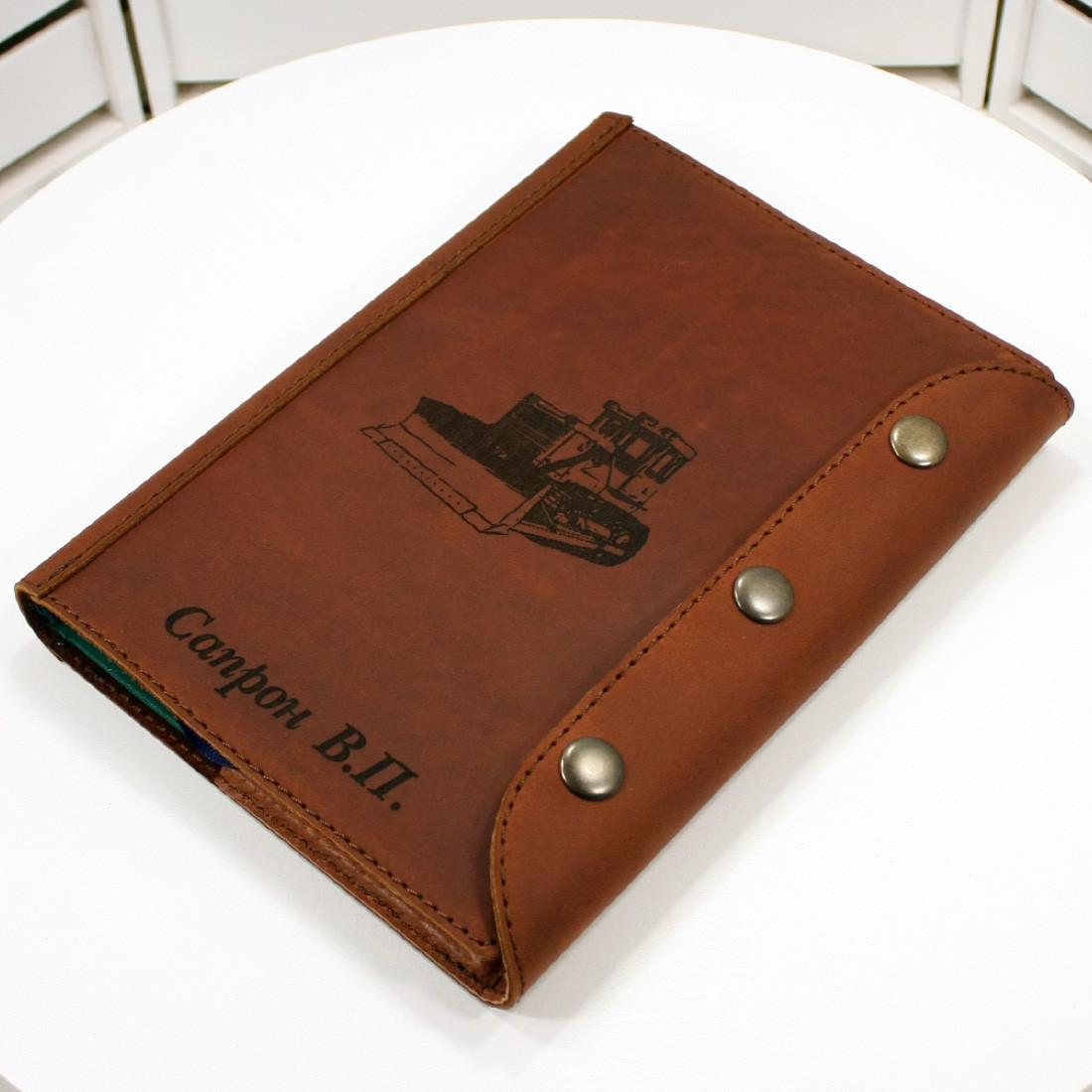 Хороший подарок деловому мужчине. Ежедневник в обложке из натуральной кожи с лазерной гравировкой