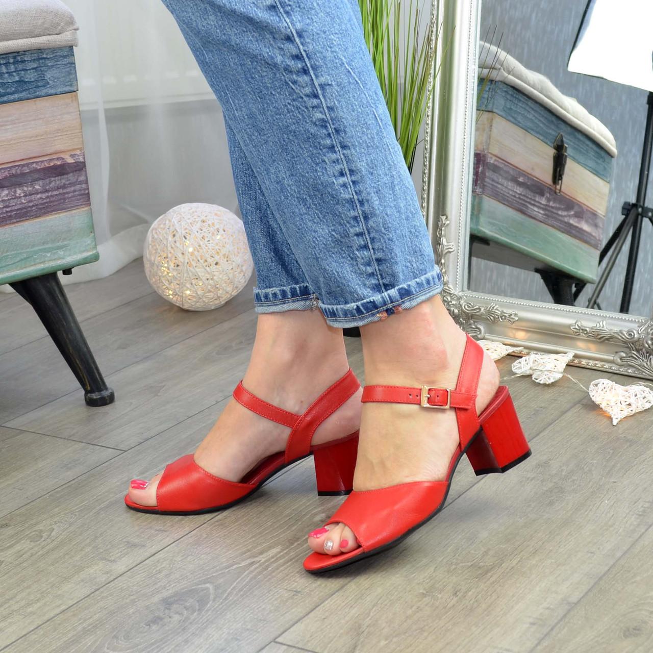 Босоножки кожаные женские на устойчивом каблуке, цвет красный