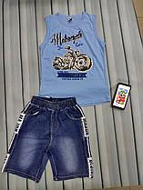 Майка с джинсовыми шортами