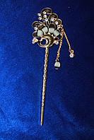 Стильная китайская палочка для волос украшена серыми камнями золотистая
