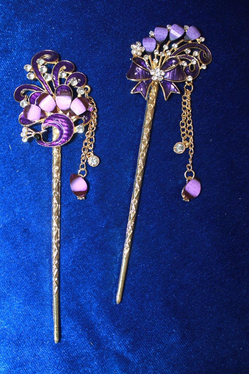 Стильная китайская палочка для волос украшена фиолетовыми камнями золотистая 1 шт