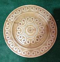 Декоративна тарілка з дерева інхрустована бісером на стіну