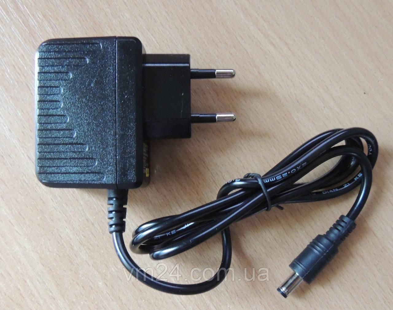 Блок питания, сетевой адаптер 12В 1А (5,5-2,5 штекер )