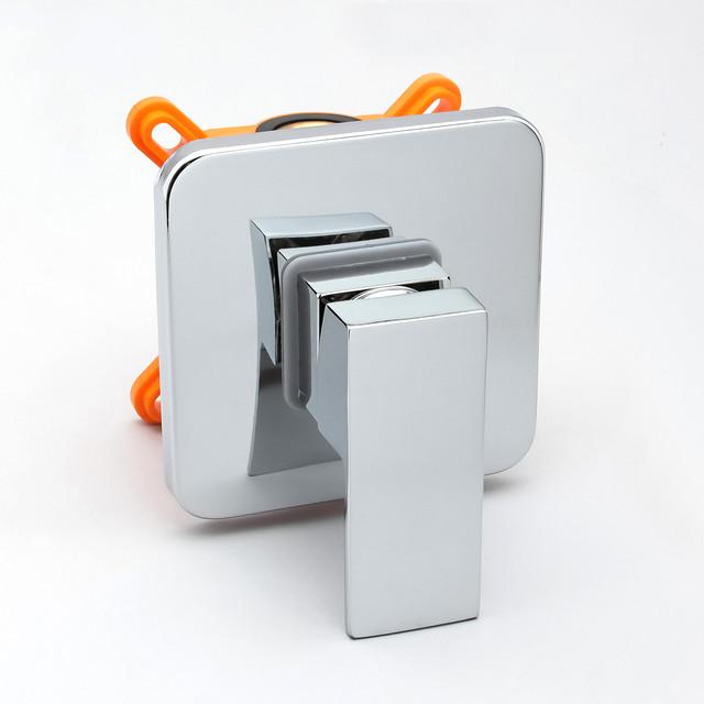 Смеситель скрытого монтажа для набора гигиенического душа SGD-02 с дизайном квадратной формы.