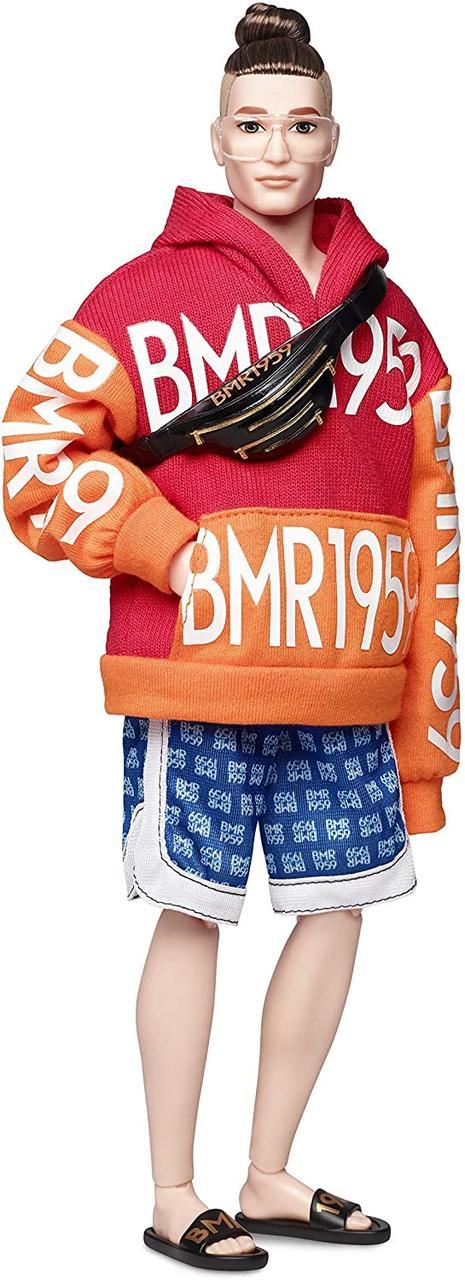 Оригинальный Барби Кен коллекционная в оранжевой толстовке и шортах Barbie BMR1959 (GHT93)