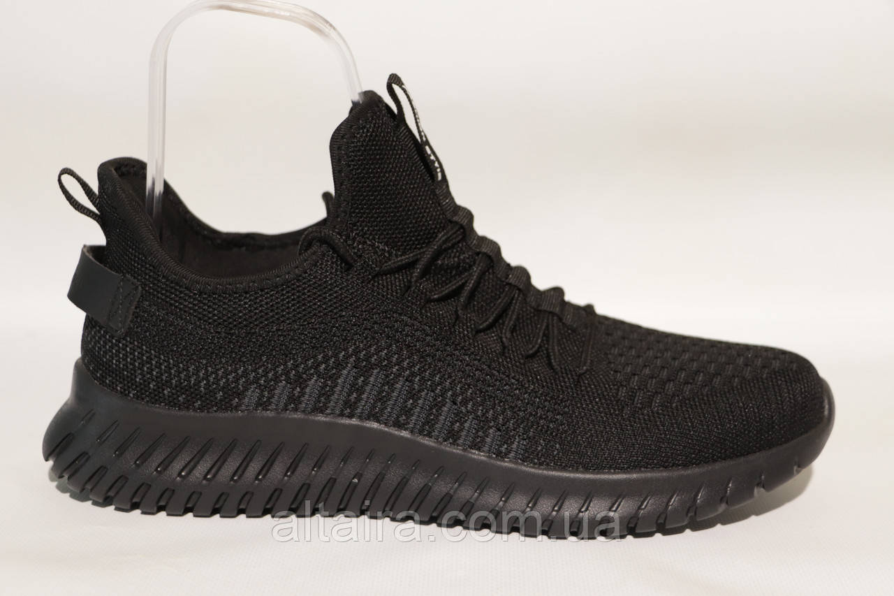 Чоловічі кросівки літні сітка, чорного кольору BAAS, на чорній підошві.