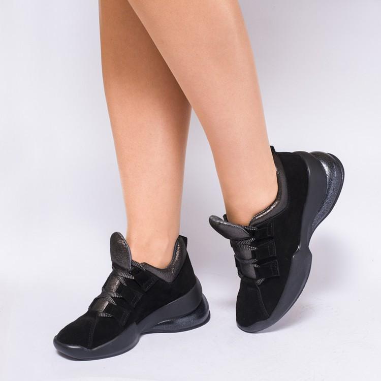 Черные женские кроссовки на массивной подошве 933-03