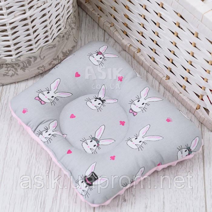 """Подушка для новонароджених з плюшем """"Зайчики"""" сіро-рожевого кольору"""