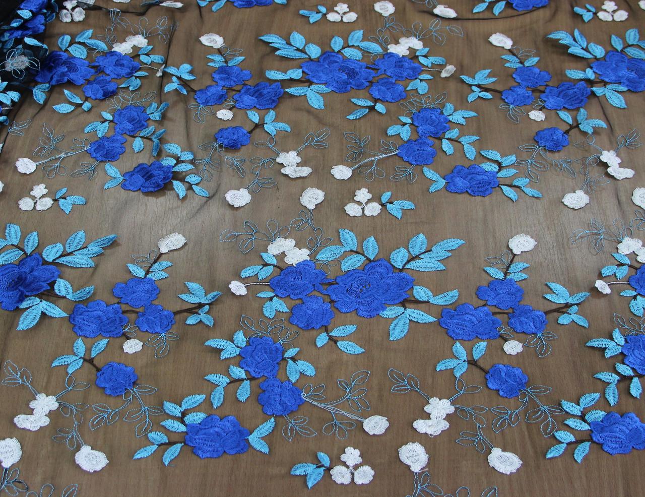 Гипюр синие цветы на сетке черного цвета  Y 149