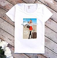 Футболка женская из хлопка белого цвета Девушка с чемоданом