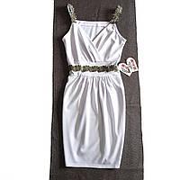Шикарное белое платье на тонких шлейках с нашивками золотистого гипюра