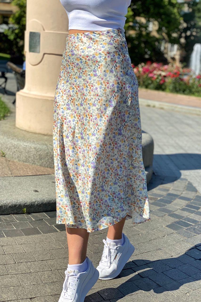 Атласная юбка миди с акварельным принтом  Crep - молочный цвет, S (есть размеры)