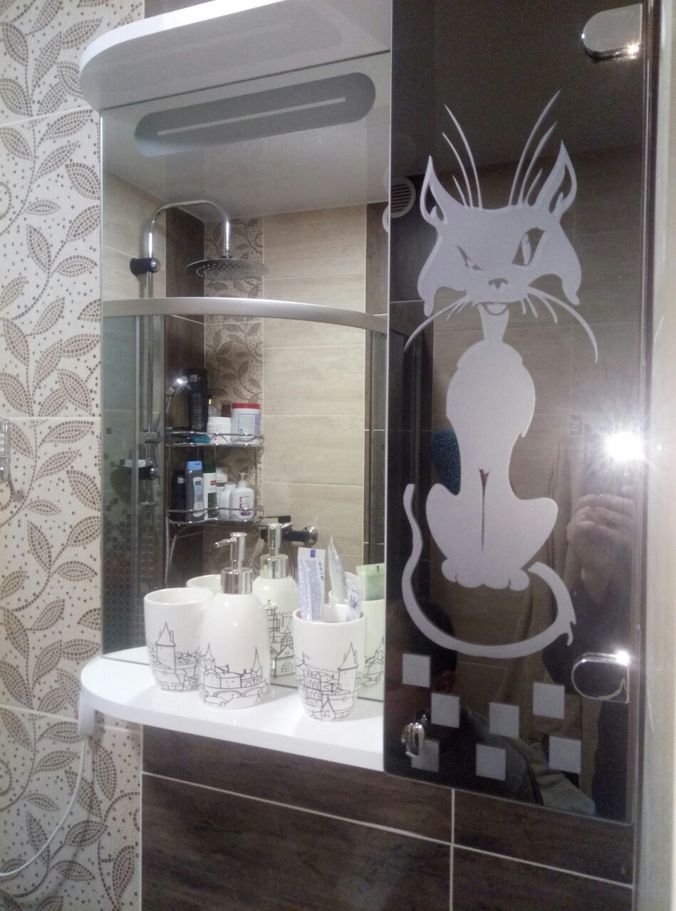 """Шкаф-зеркало (60*70*14см) с LED подветкой """"Кот"""" дверь справа"""