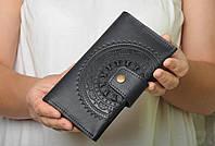 """Кожаный чёрный кошелек ручной работы с тисненым орнаментом """"Мандала"""""""