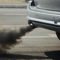 Почему появляется черный дым при резком газе?