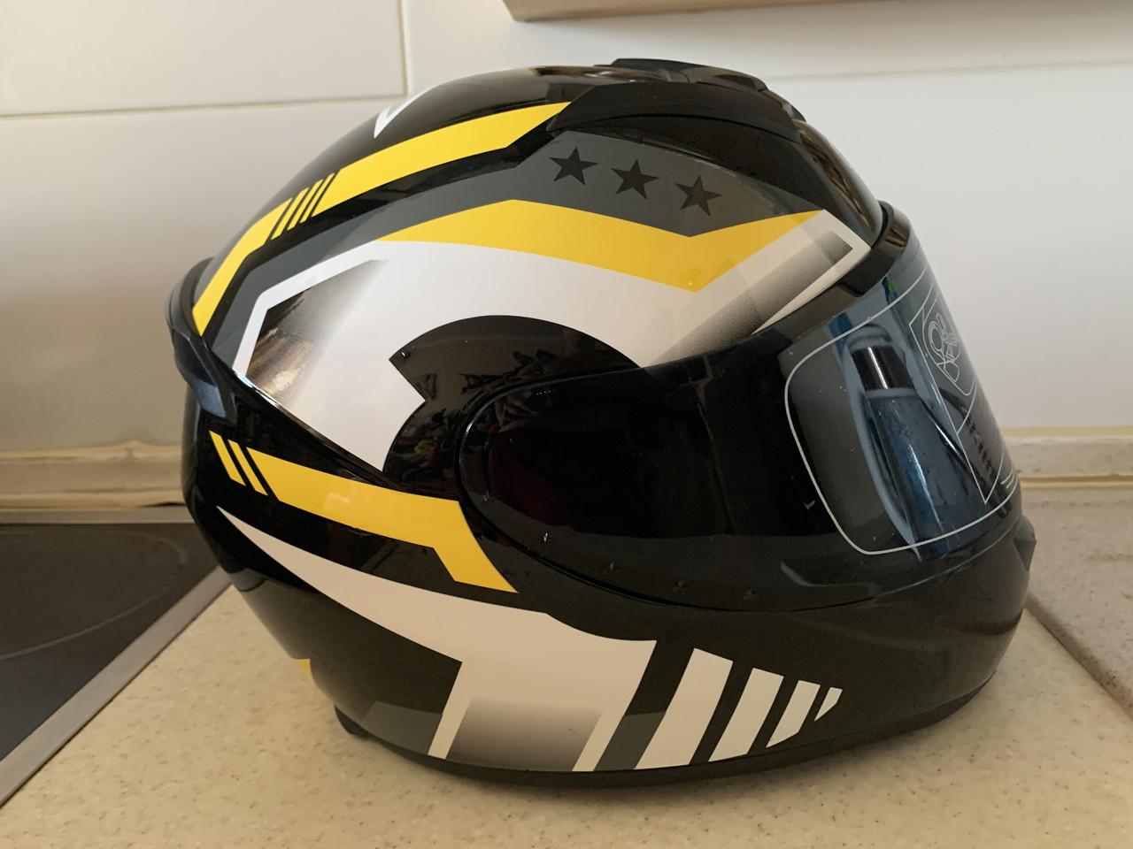 Чёрный шлем интеграл полнопрофильный  глянец с Тонированным визором