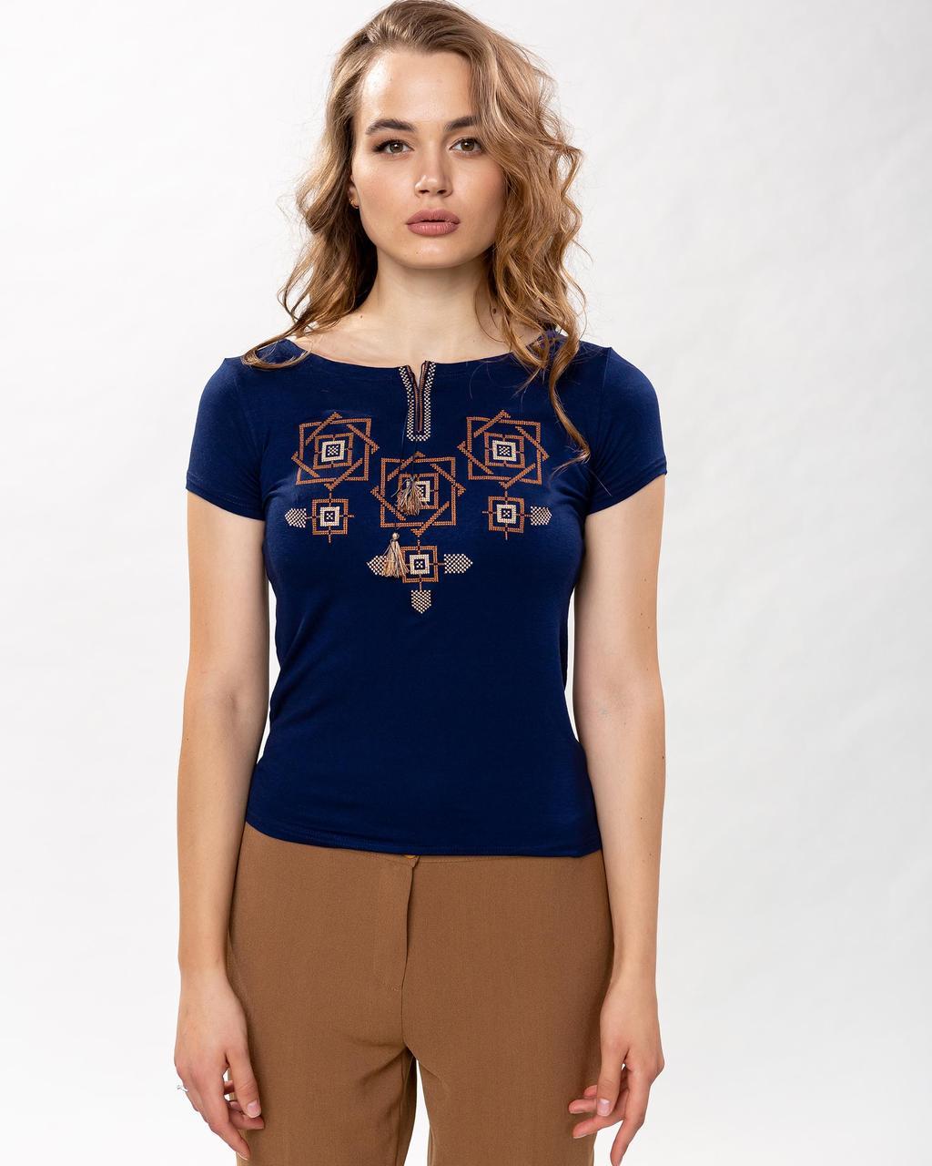 Модная женская футболка с коричневой вышивкой в темно синем цвете «Оберег»