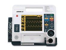 Physio-Control Lifepak 12 для дефибрилляции.