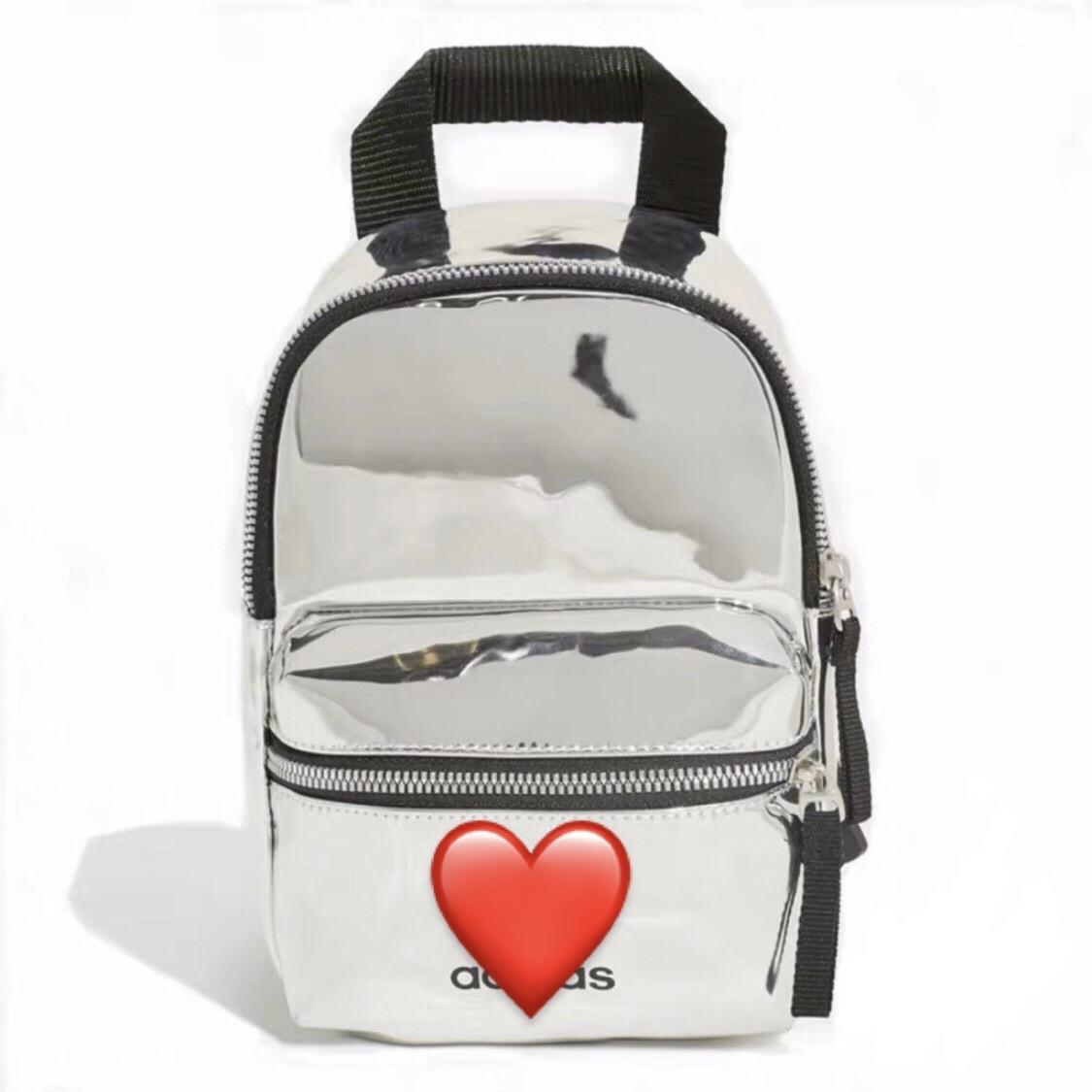 Женский маленький голографический блестящий мини рюкзак серебряный