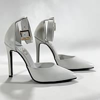 Женские белые кожаные туфли с ремешком на шпильке острый носок