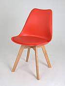 Стілець обідній пластиковий на дерев'яних ніжках Milan, червоний 05