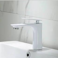 Смеситель для ванной на раковину. Модель RD-430-1 Белый