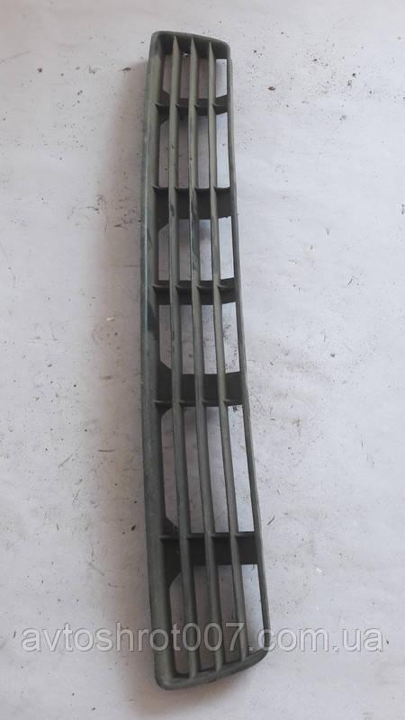 Дефлектор нижній переднього бампера Audi A4 b5 8D0807683