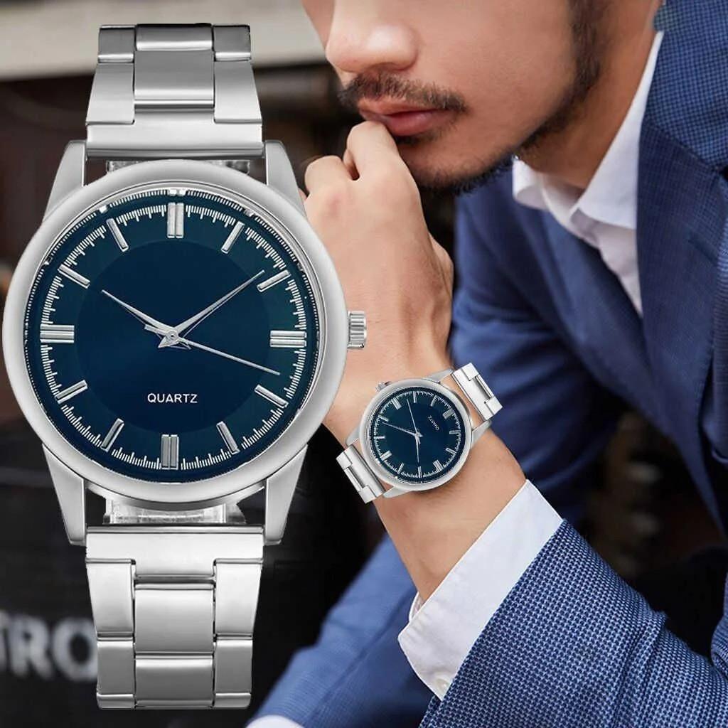Часы кварцевые с серебристым браслетом