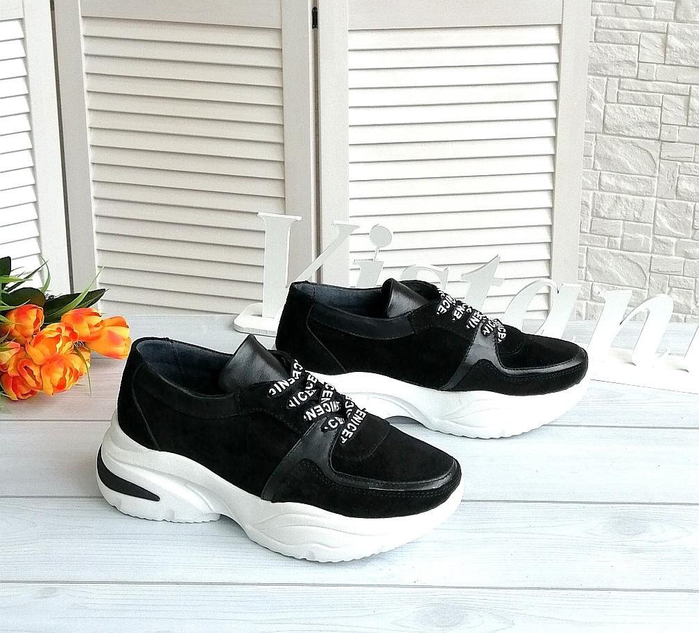 Об'єднані жіночі кросівки