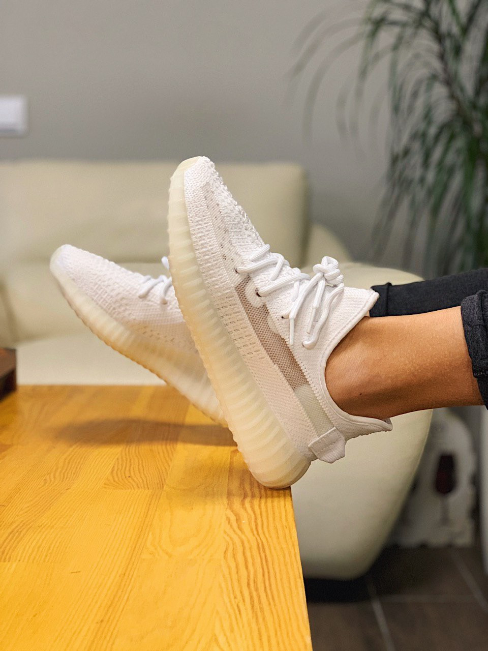 Кроссовки Adidas Yeezy Boost 350 V2 Адидас Изи Буст В2