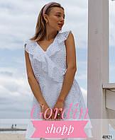 Белое ажурное платье на запах с рюшами