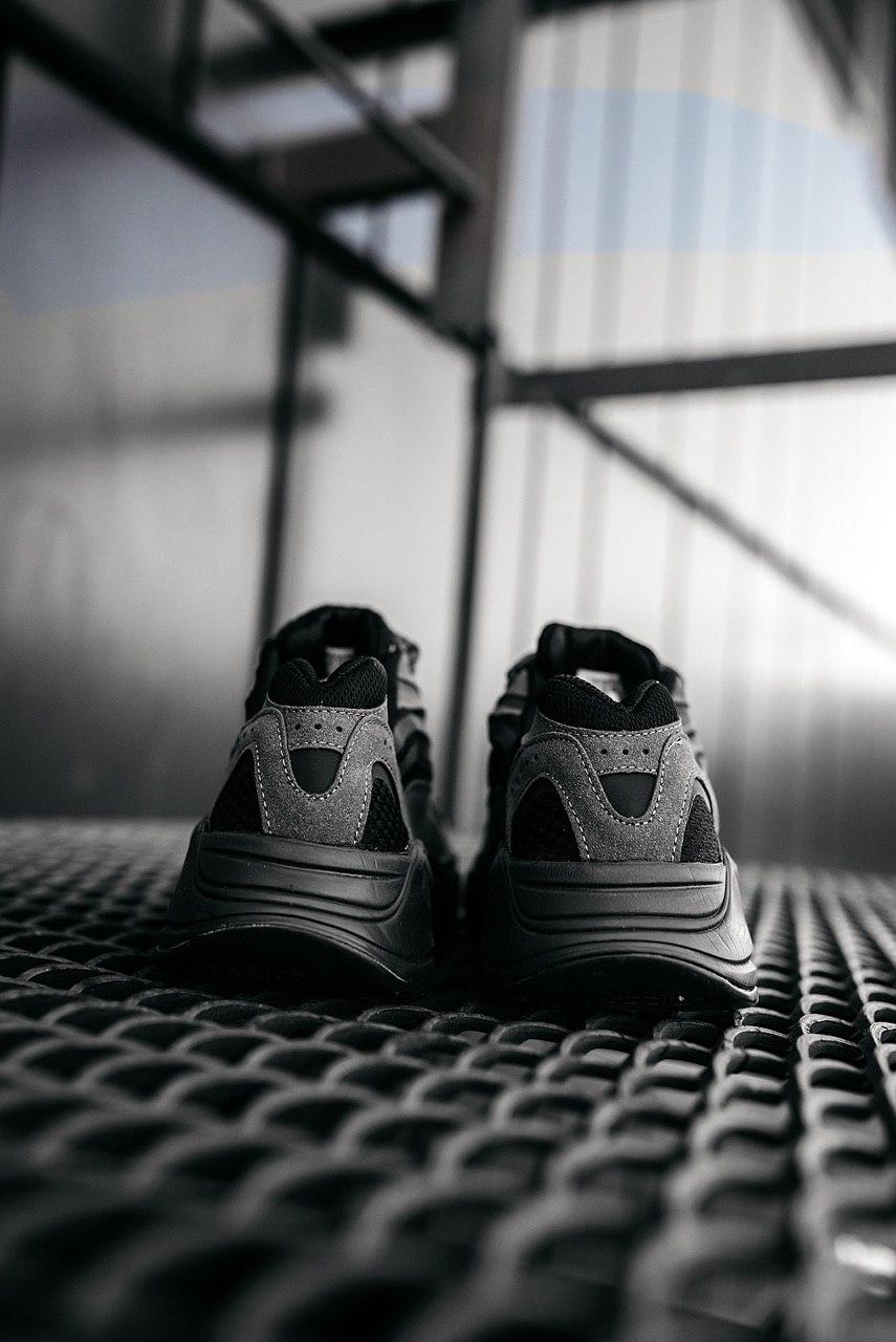Кроссовки женские Adidas Yeezy Boost 700 V2 Vanta