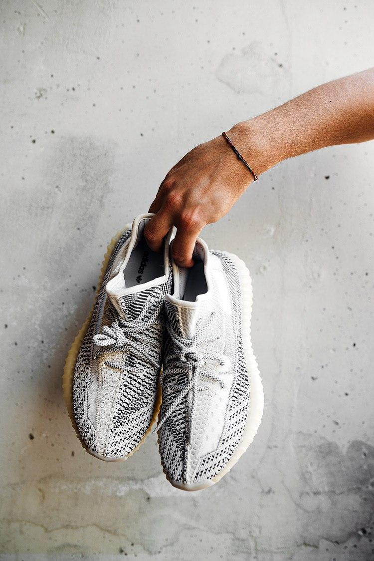 Кроссовки женские Adidas Yeezy Boost 350 V2 Antlia Non-Reflective