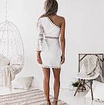 Белое кружевное платье по фигуре с одним расклешенным рукавом 48031359, фото 2