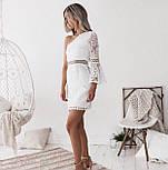 Белое кружевное платье по фигуре с одним расклешенным рукавом 48031359, фото 3