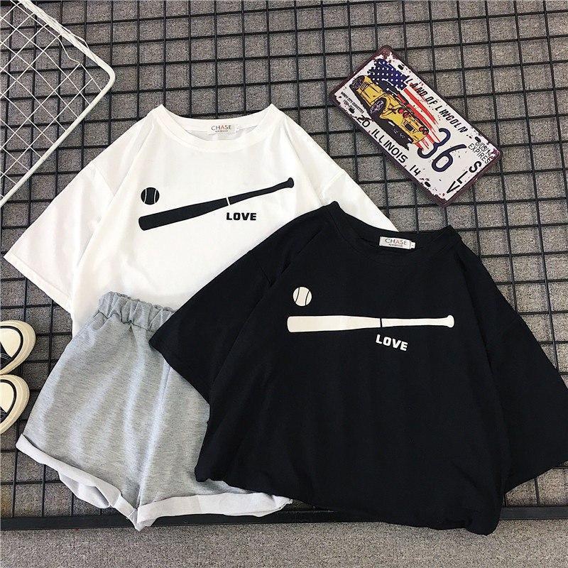 Женский летний костюм с футболкой и шортами с подворотами 6810893