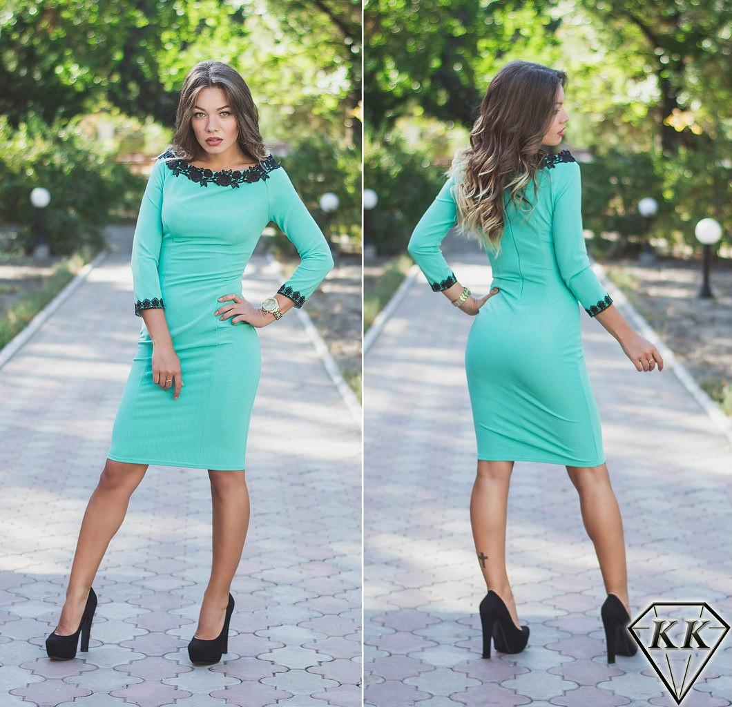 Ментоловое платье с кружевом