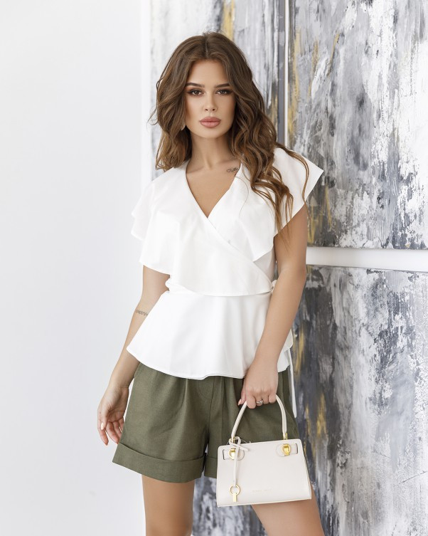 Молочная блуза без рукавов на запах XL