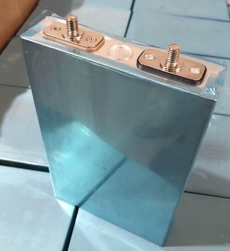 Аккумулятор квадратный LiFePO4 3,2V 80 A литий-железо-фосфатный с контактами штуцер