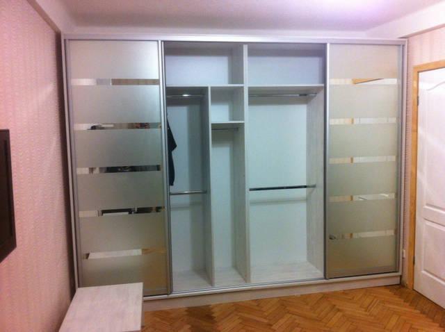 Шкаф-купе с художественным матированием зеркал 42